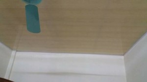 trần nhựa bản 25cm màu vàng vân gỗ