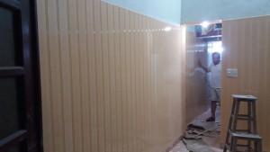 Ốp tường nhựa chống ẩm bản 10cm màu vàng vân gỗ