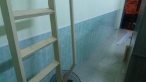 ốp tường nhựa chân tường màu xanh vân mây