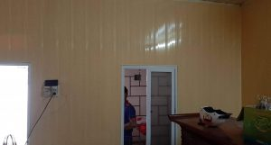 Tấm nhựa ốp tường bản 18cm màu vàng
